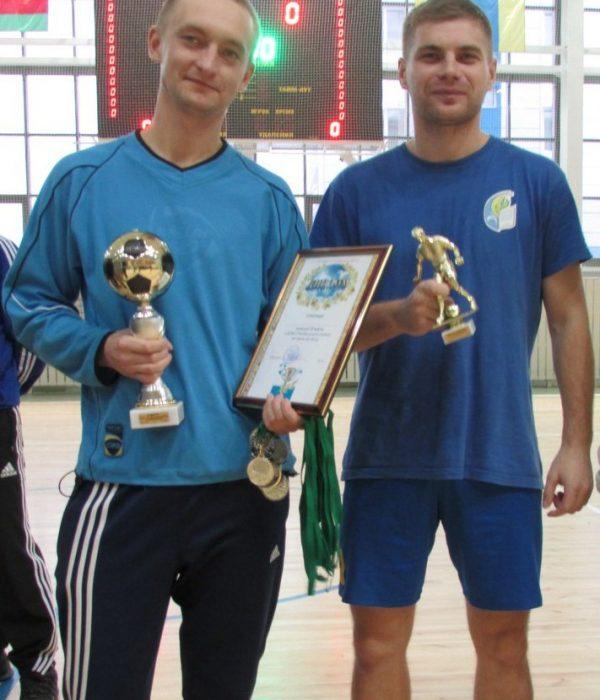 Капитан команды ООСиТ, Сукало Артем и лучший бомбардир Довбейко Дмитрий